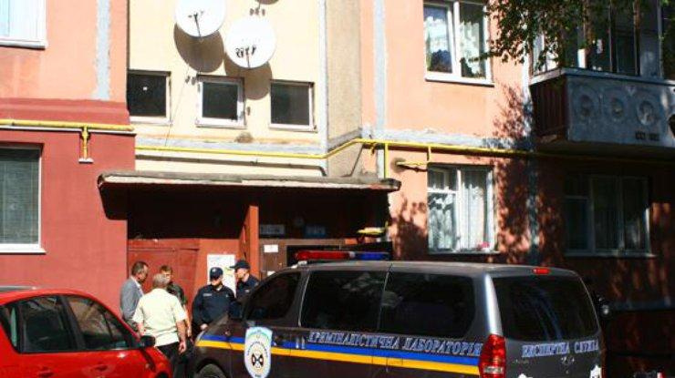 Убитого мужчину отыскали вподъезде многоэтажки вРовно
