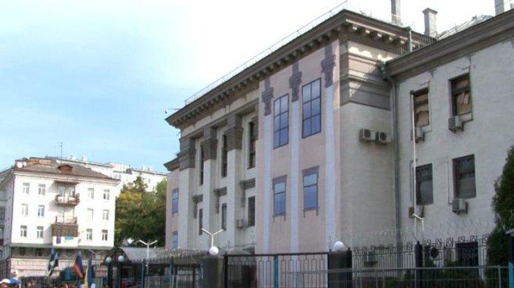 Упосольства Российской Федерации вКиеве избили россиянина