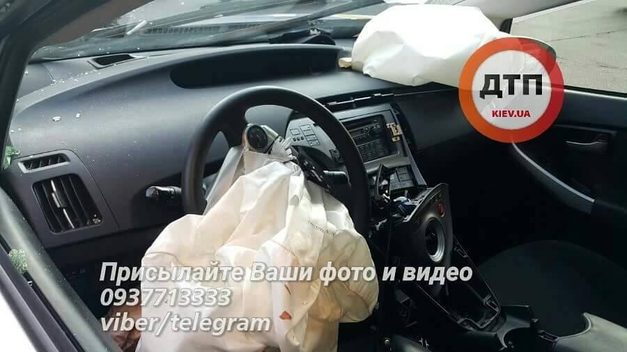ДТП сучастием авто патрульных вКиеве: пассажир такси скончался