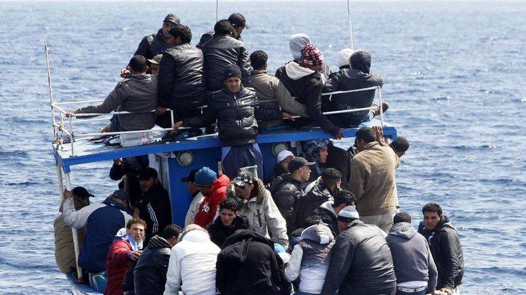 ВСредиземном море перевернулась лодка с600 мигрантами