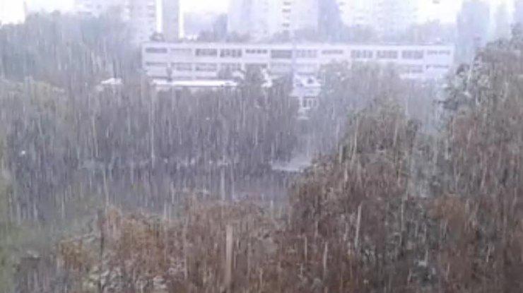 Снег кружится, летает, летает: в Харькове сегодня прошел первый снег