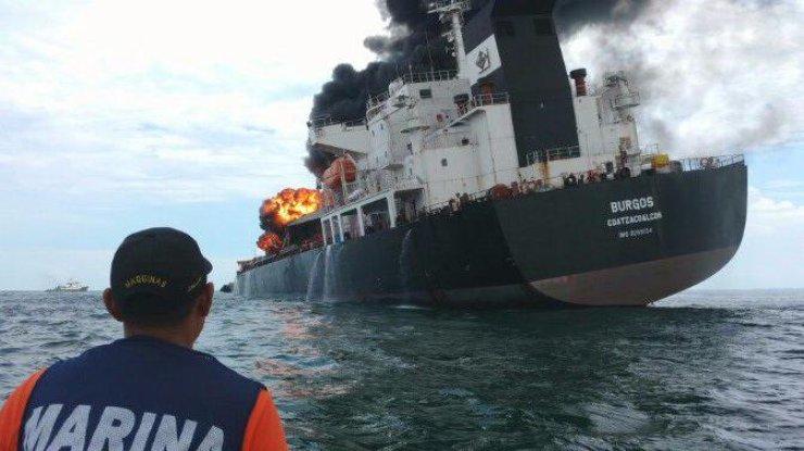 Взрыв прогремел натанкере мексиканской нефтегазовой компании