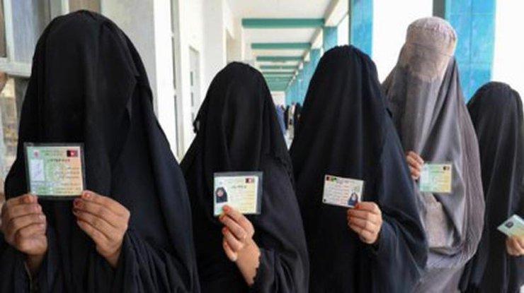 Саудовские женщины попросили отменить опекунство мужчин над собой