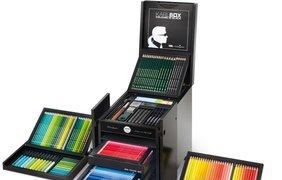 Набор от Лагерфельда включает в себя 350 материалов и инструментов для рисования