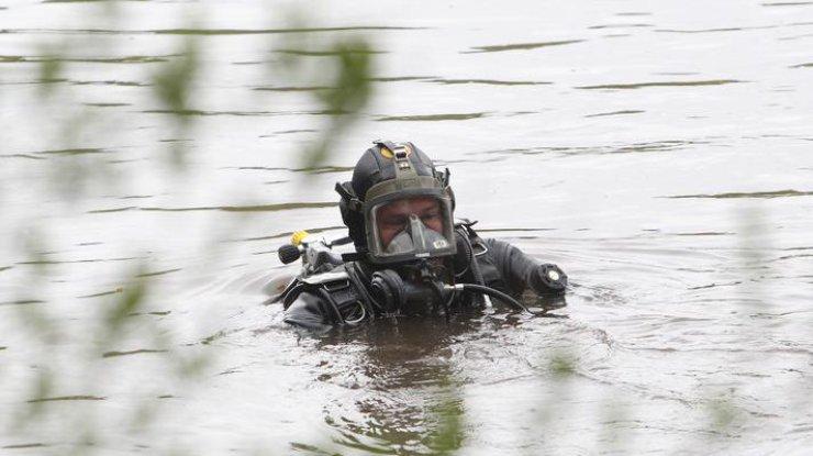 Запорожский дайвер отыскал вДнепре эшелон, затопленный Нестором Махно