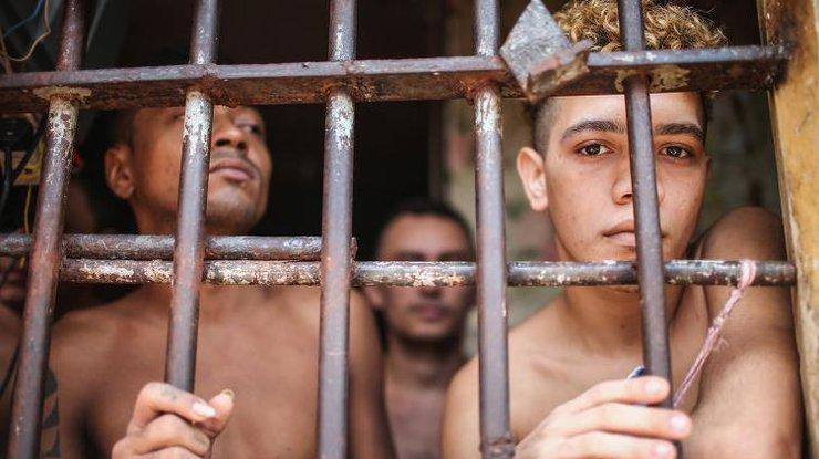 Избразильской тюрьмы сбежало 470 заключенных