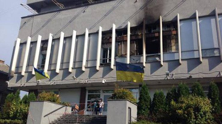 ЕСпризывает украинские власти расследовать поджог офиса «Интера»