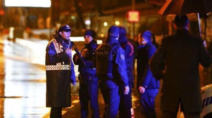 ВСтамбуле террорист расстрелял гостей ночного клуба: есть убитые ираненые