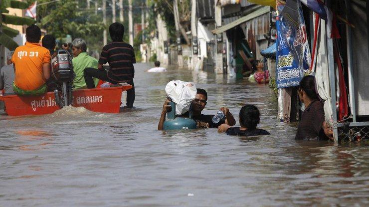 Погибли 18 человек— Наводнение вТаиланде
