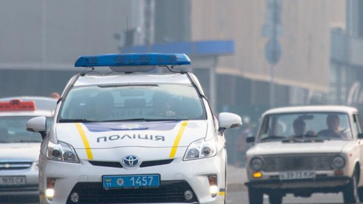 ВОдессе правонарушителей, которые сбили полицейского около торгового центра