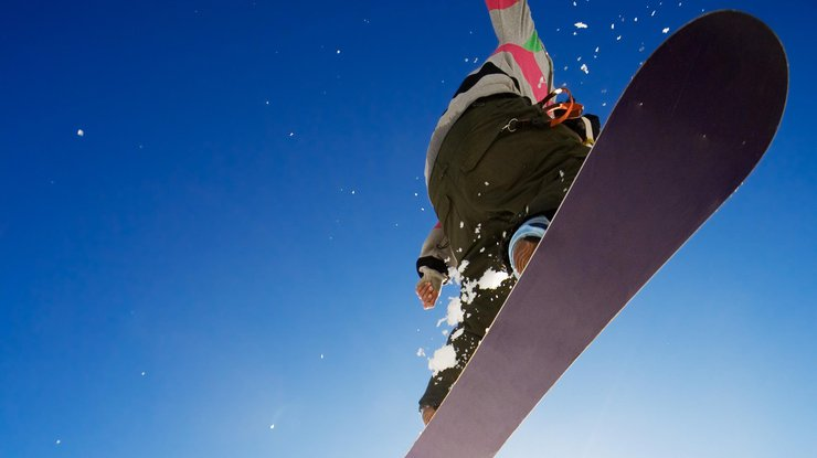Заблудившегося вгорах Закарпатской области киевского сноубордиста отыскали