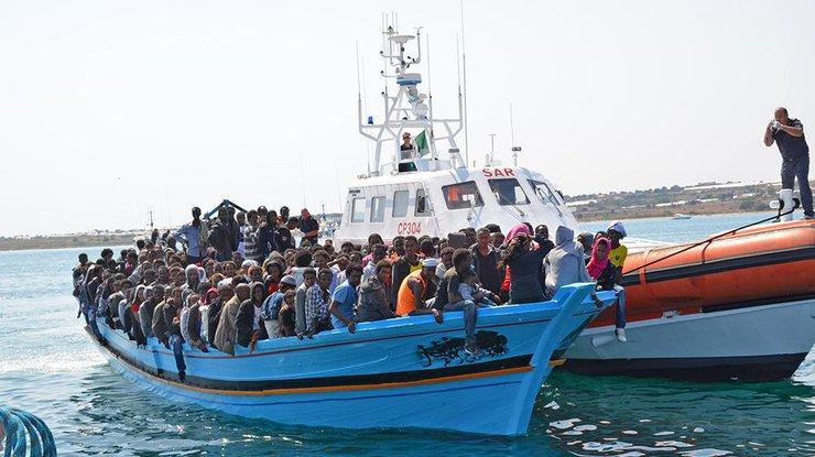 ВСредиземном море затонуло судно, перевозившее неменее 100 человек