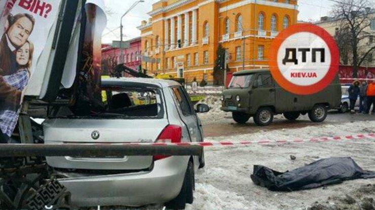 Вкровавом ДТП вцентре столицы Украины погибла девушка