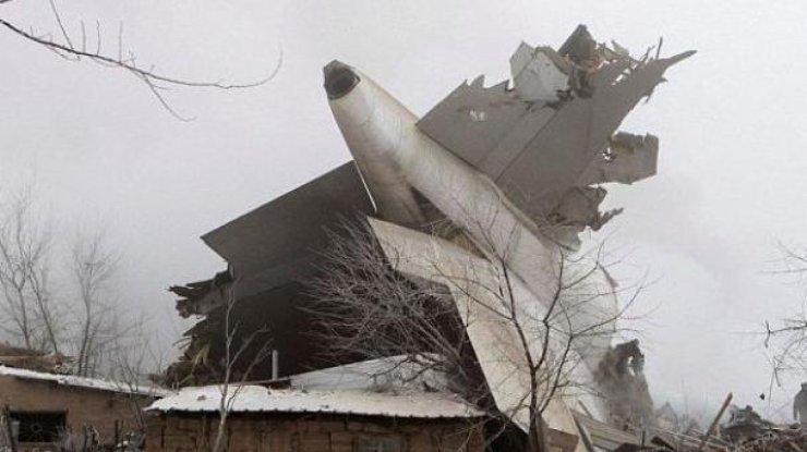 При крушении самолета под Бишкеком погибли как минимум 37 человек