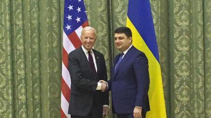Премьер Гройсман обратился кБайдену: Спасибо заверу в государство Украину