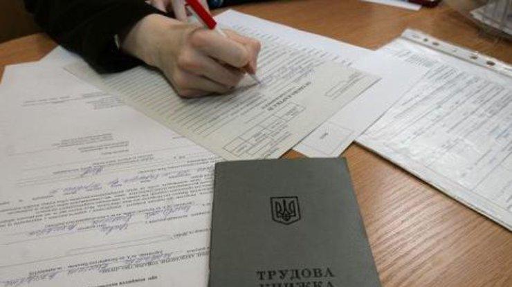 Число зарегистрированных нигде неработающих вгосударстве Украина возросло до 390 тыс. человек