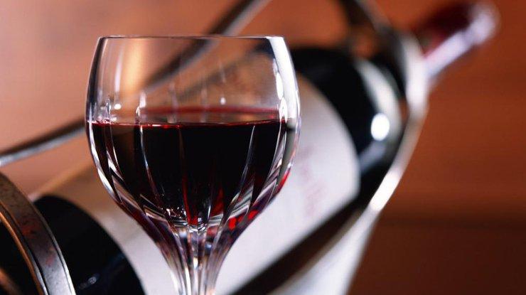 Ученые рекомендуют пить вино перед сном, чтобы сбросить лишний вес