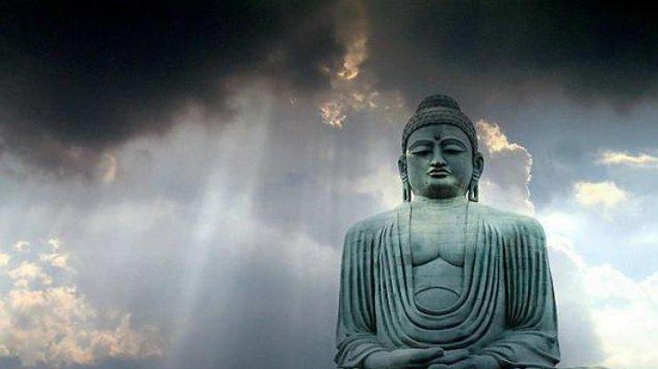 ВКитайской республике обнаружили под водой 600-летнюю статую Будды