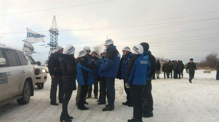 Хуг обсудил сЗахарченко обеспечение свободы перемещения наблюдателей мониторинговой миссии