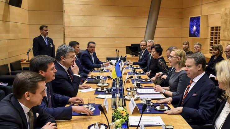Украина ничего небоится иготова защищать своё— Порошенко
