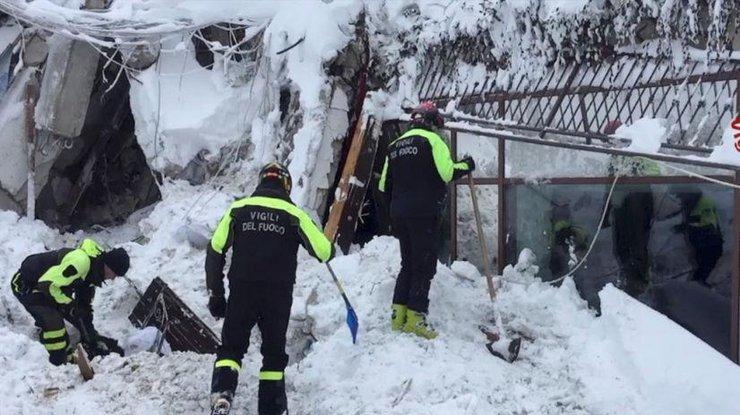 Число погибших схода лавины наотель вИталии возросло до 9