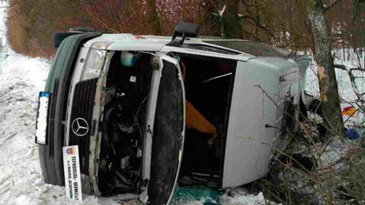 НаТернопольщине перевернулся рейсовый автобус— пострадало 12 человек