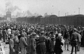 Перевозка евреев из Закарпатской области в Освенцим-Биркена, лагерь смерти в Польше в мае 1944 года