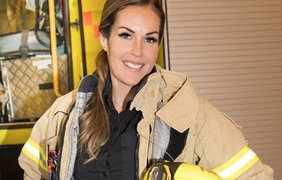 Соблазнительная женщина-пожарник стала звездой Instagram