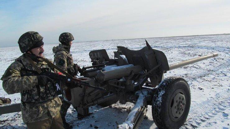 Украинских военнослужащих боевики массированно обстреливали врайоне Мариуполя