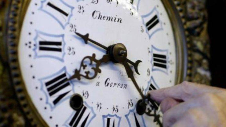 По предположениям знатоков НАСА, вдальнейшем длительность суток возрастет до25 часов