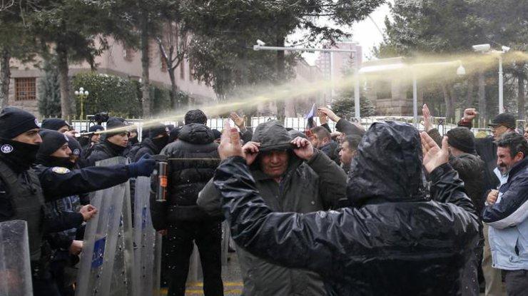 ВАнкаре милиция разогнала митинг против расширения полномочий Эрдогана