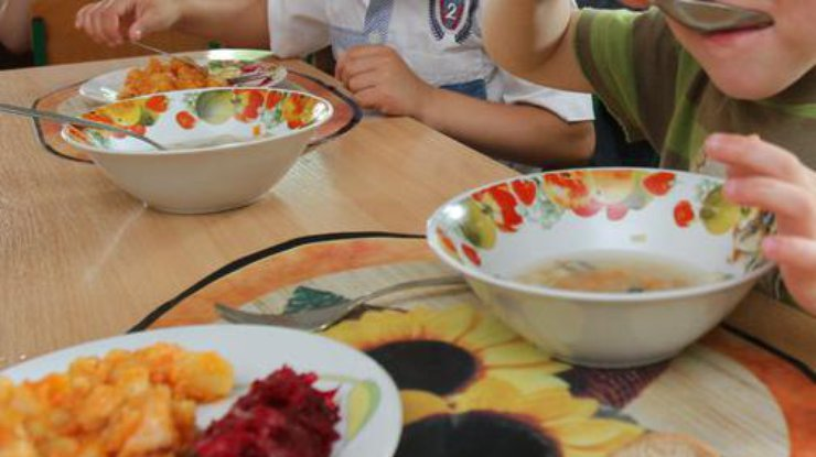 Вкиевском детсаду массовое отравление, детей увезли наскорой