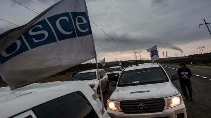 Кортеж делегации ОБСЕ столкнулся сукраинским БТР вДонбассе