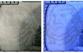 Водяной знак портрет Бенджамина Франклина имитирован печатью на обратной стороне банкноты краской белого цвета. В ультрафиолете он виден темным изображением. На настоящих $100 изображение является частью структуры бумаги