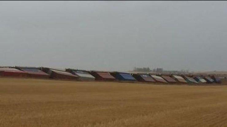 Из-за сильного ветра вКанаде два грузовых поезда сошли срельсов