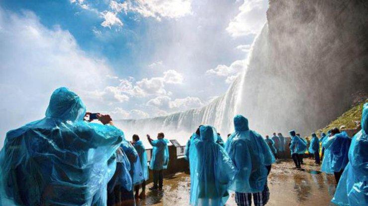 Десятилетний ребенок упал вНиагарский водопад ивыжил