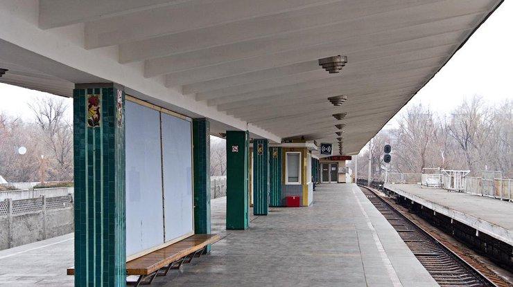 Между станциями метро вКиеве умер мужчина,— ГСЧС