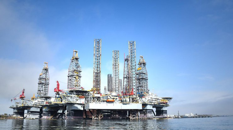 Нефть продолжает торговаться разнонаправленно нанерешительности инвесторов