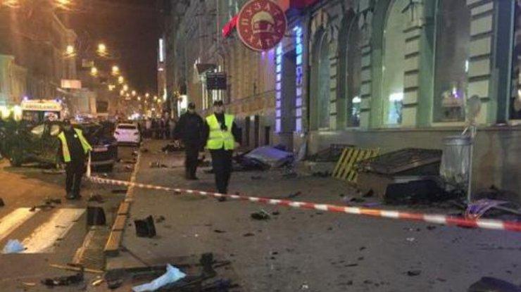 Пострадавшая при наезде Лексус натолпу вХарькове скончалась в клинике