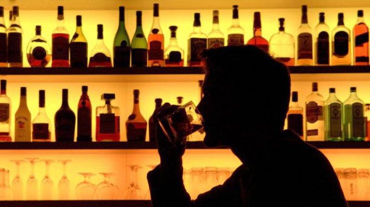 Чрезмерное употребление алкоголя может послужить причиной развития уретрита