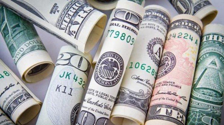 Гривна продолжает терять позиции вчетверг— Курсы валют