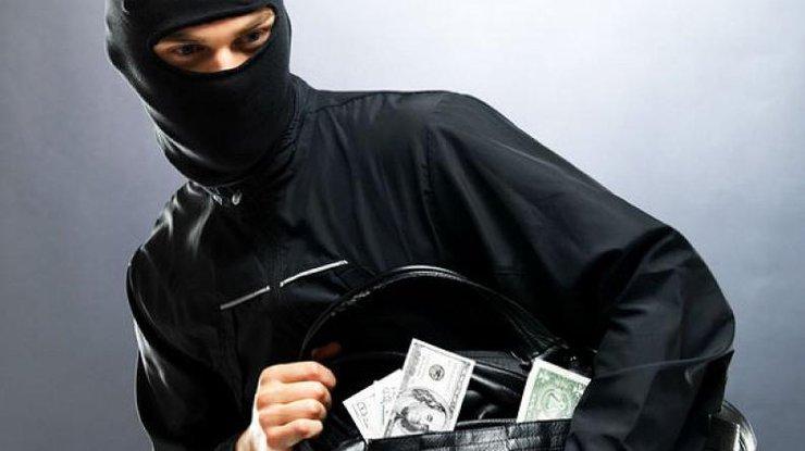 ВКиеве неизвестные похитили изавтомобиля сумку с1 млн грн
