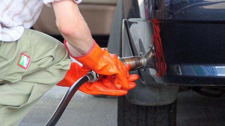 Сети АЗС продолжают увеличивать цены набензин идизтопливо