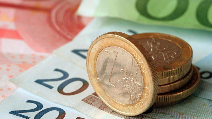 Нацбанку неудается удержать курс доллара