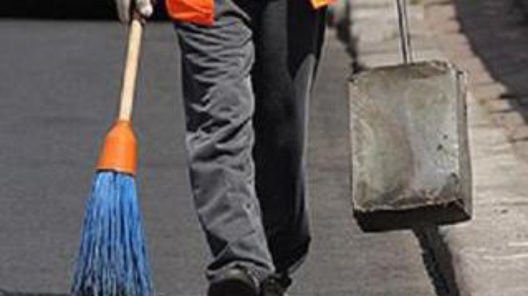 ВНиколаеве рабочий коммунальной службы избил прохожего лопатой