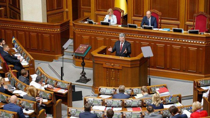 Порошенко предложил Раде продлить нагод закон об особенном статусе Донбасса