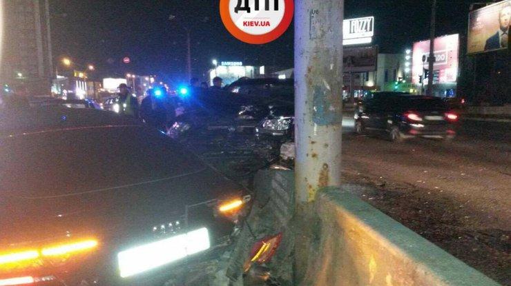 ВКиеве столкнулись 4 автомобиля, пострадала девушка