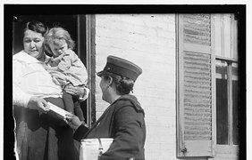 Пармли Кэмпбелл предоставляет почту благодарным клиентам в 1917 году