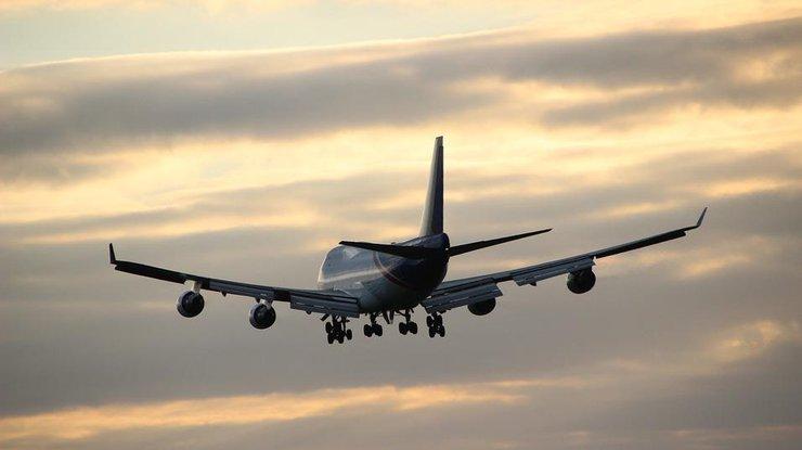 ВБелфасте самолет совершил посадку без переднего шасси