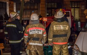 """Во дворе многоэтажки, где произошел пожар, воды было по щиколотку / Фото: """"Информатор"""""""